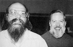 Dennis Ritchie (a destra) con Ken Thompson